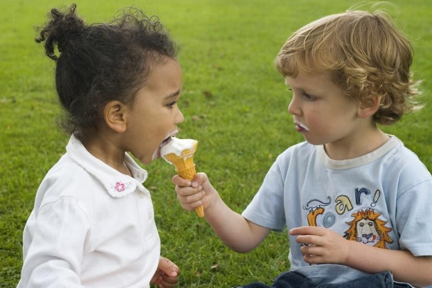 La importancia del valor de la caridad en los niños