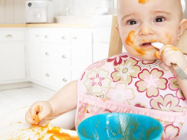 ¿Cómo estimular al bebe a masticar los alimentos?