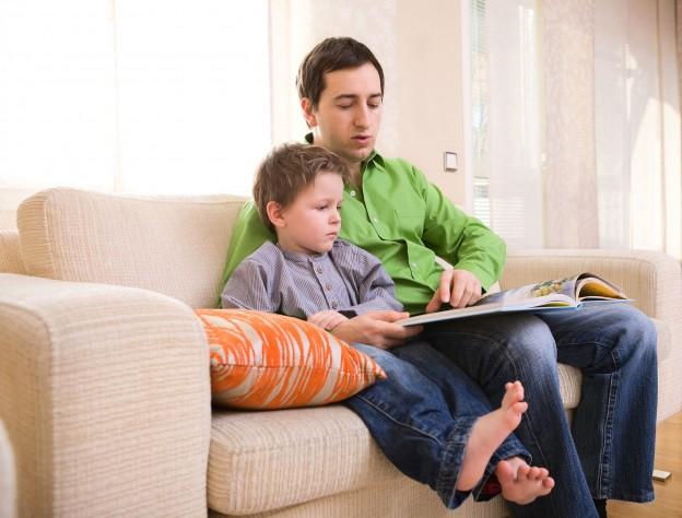Ventajas de narrar cuentos a los niños antes de dormir